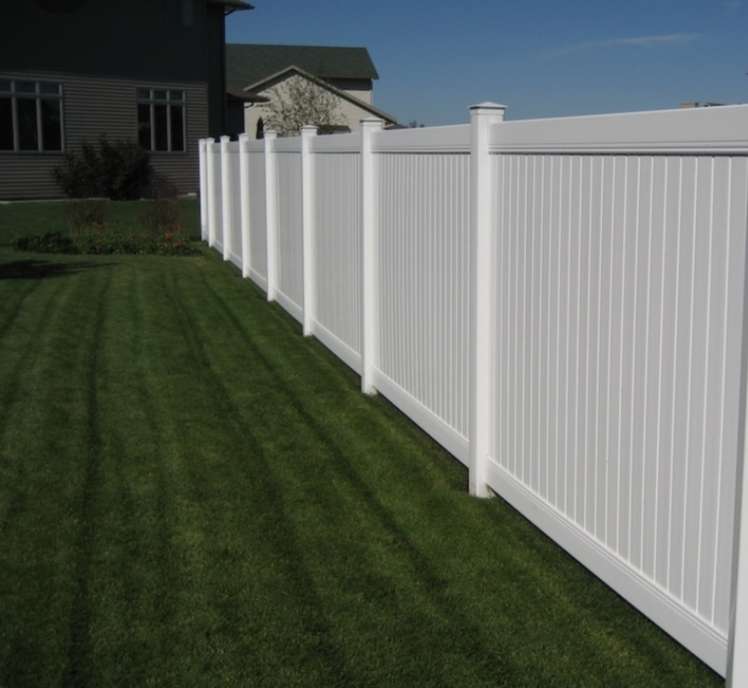 Vinyl fence installation in Encinitas California